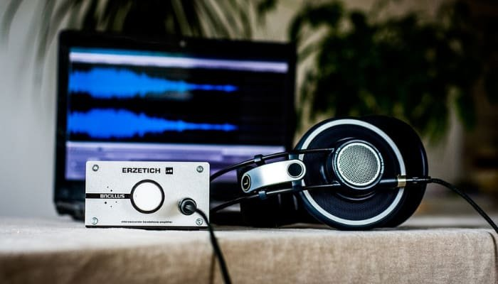Howto Connect Studio Monitors to Laptop